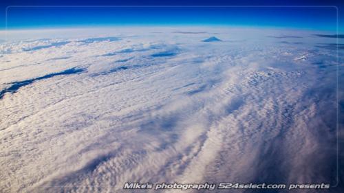 蒼穹に雲海[空の風景]