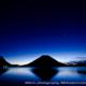 薄明の榛名富士〜青の世界が広がる群馬県の絶景ポイント!榛名湖に映る逆さ榛名富士を撮影