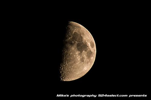 立石に沈む月