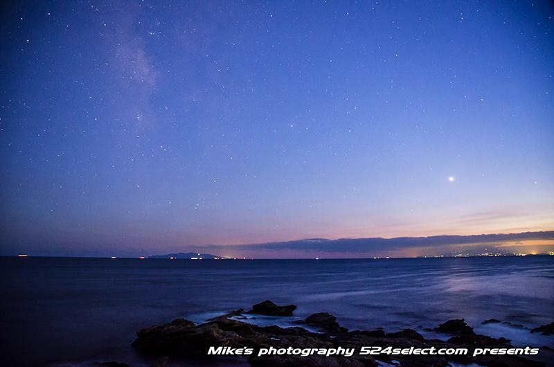 城ヶ島 馬の背洞門と天の川〜東京湾の入り口からの天の川を!奇岩と星空の撮影を楽しめる撮影スポット