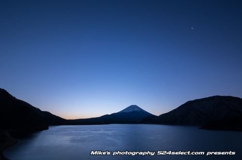 薄明の富士山と本栖湖[Mt.Fuji-japan]
