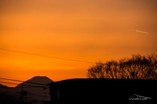 ベランダからの夕焼け富士山