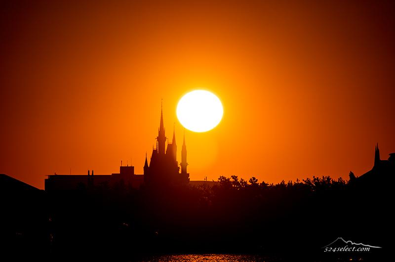 シンデレラ城からの日の出〜東京初日の出おススメポイント!シンデレラ城から昇る朝日の絶景