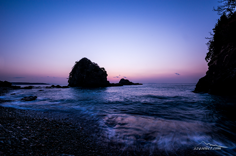 伊豆半島田牛の海岸朝薄明ドラマのロケ地で有名なスポット!朝焼けと波の表情豊かな絶景ポイント