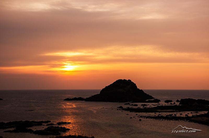 下田爪木崎から朝の風景〜海に映り込む朝日の光跡も美しく!雲に阻まれる伊豆の朝日