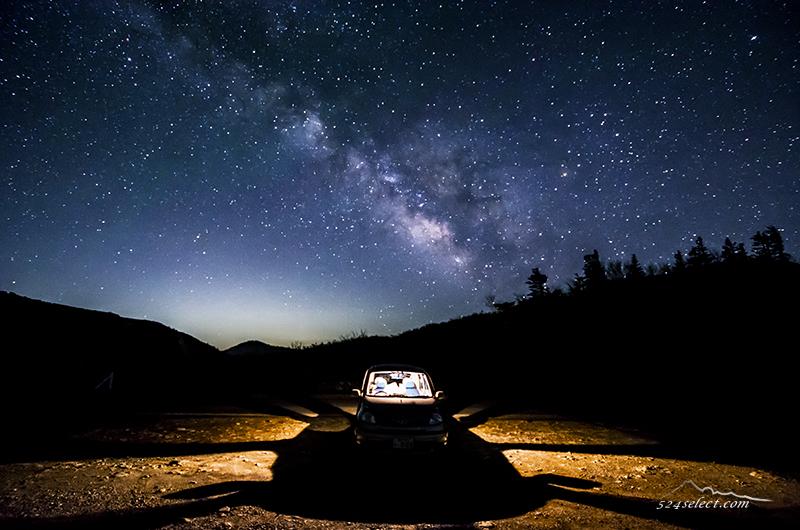 星空の見える峠で車と天の川を撮影〜峠道で楽しむ星空撮影!マイカーと天の川を撮影するひととき