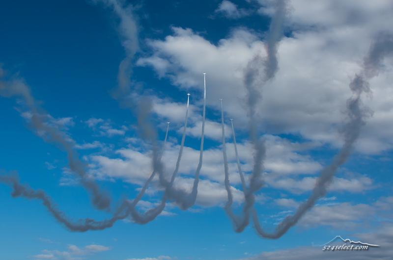 航空祭最大の入間航空祭2014でブルーインパルスを撮影!青空に映えるブルーの軌跡