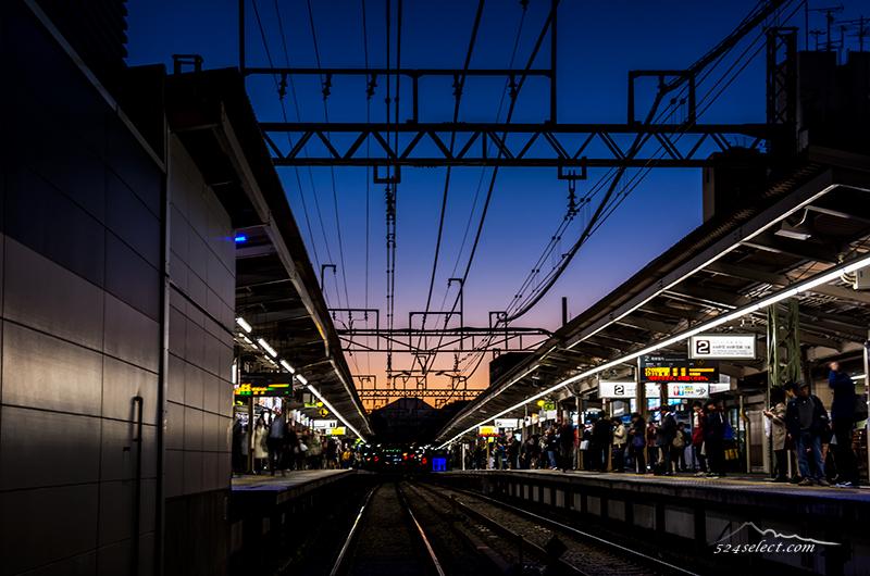夕焼けと富士山をホームから富士山の見える駅京王線千歳烏山駅!夕暮れ時がお勧めの富士山ビュー