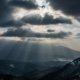 天使の梯子〜雪の山と光のシャワー降り注ぐ冬の太陽の温かさ!雲があるからこそ撮れる被写体
