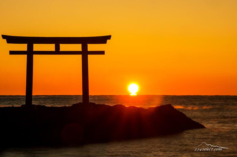 初日の出前に願いを込めて…臨んだ大洗神磯の鳥居とだるま朝日!