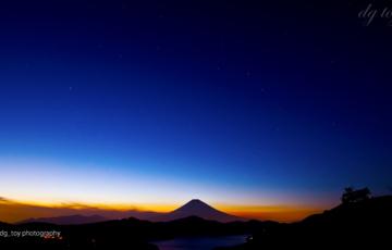 薄明の富士と北斗七星