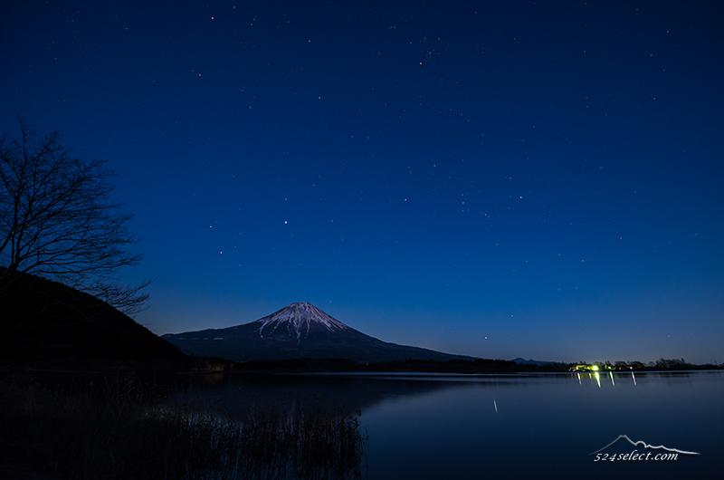 夜の逆さ冨士はここで撮る!田貫湖 湖畔からの星空と月の出!富士山と満天の星空撮影に最適な場所