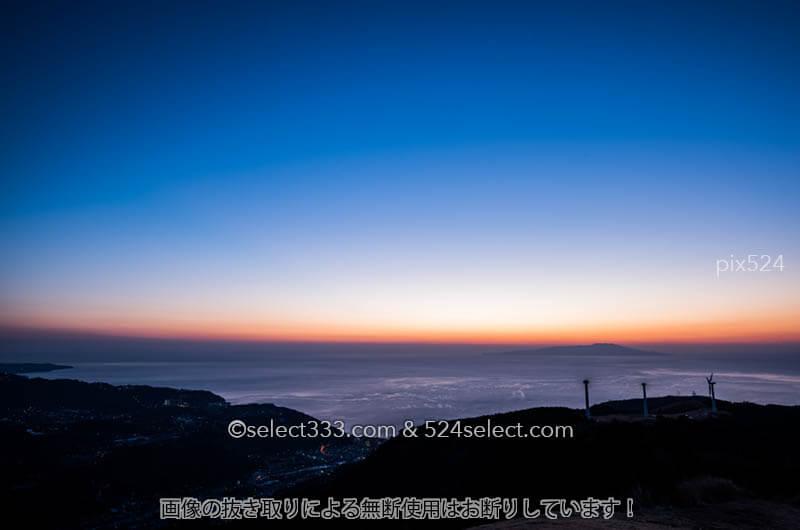 東伊豆の海を臨む絶景地から夜明けの風景を撮影するひと時!水平線の美しさに見惚れる風景
